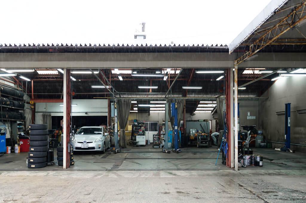 自社の整備工場を完備